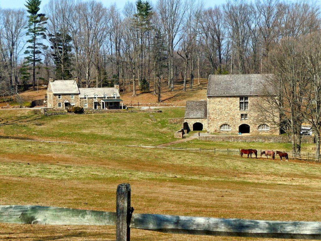 https://pixabay.com/photos/pennsylvania-farm-rural-trees-108697/