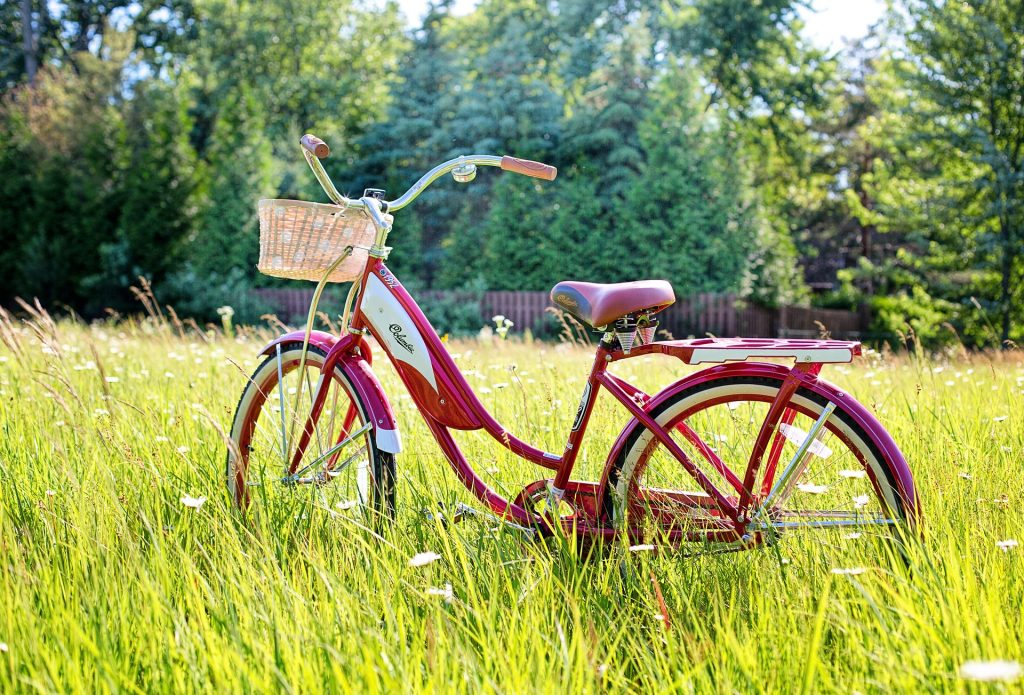 https://pixabay.com/photos/red-bike-vintage-bicycle-bicycle-3498606/