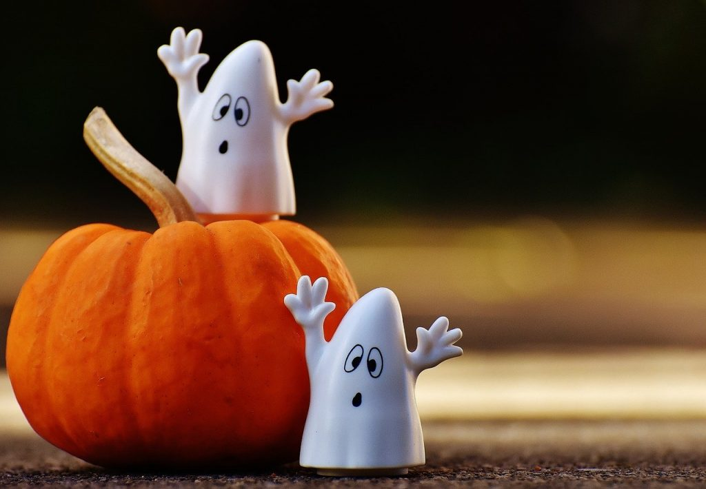 https://pixabay.com/photos/halloween-ghosts-pumpkin-1743251/
