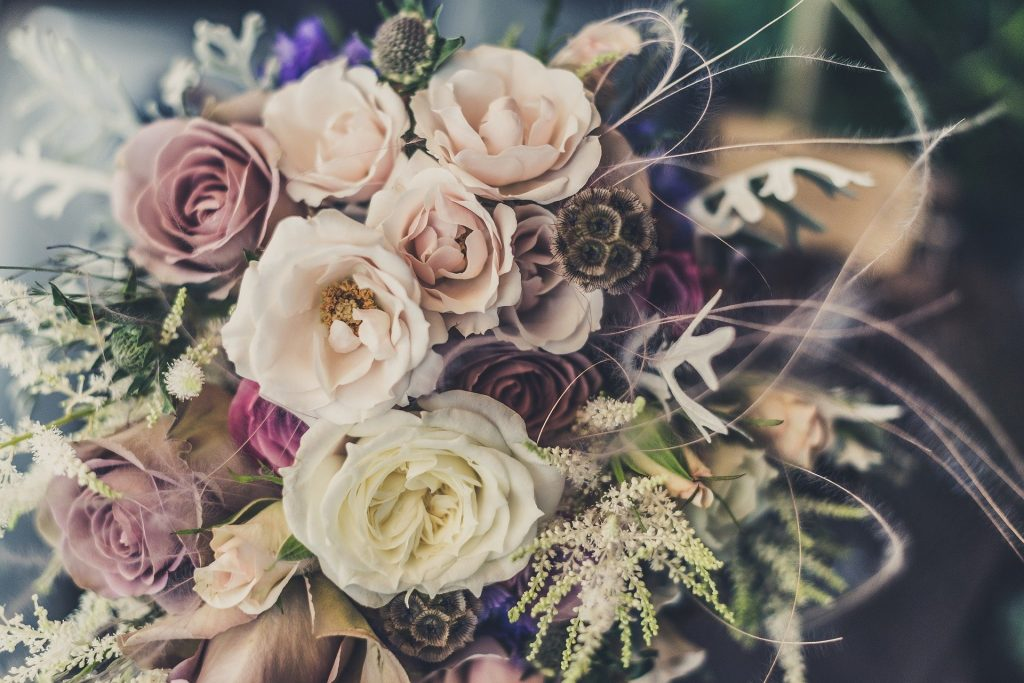 https://pixabay.com/photos/bouquet-roses-flowers-floral-691862/