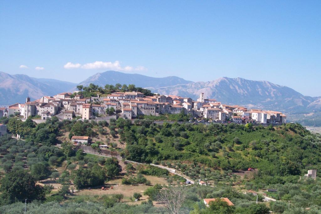 https://en.wikipedia.org/wiki/Atena_Lucana#/media/File:Atena_Lucana1.jpg