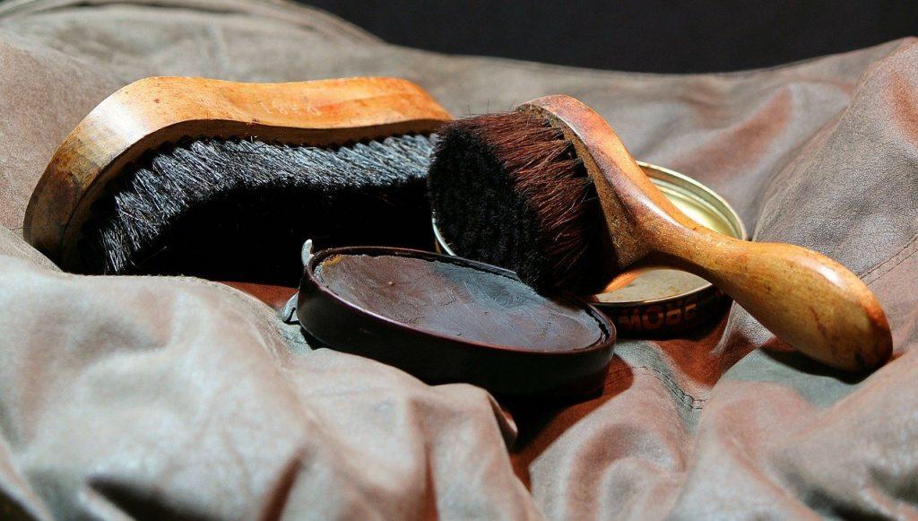 https://pixabay.com/photos/shoeshine-shoe-polish-shine-brush-72477/